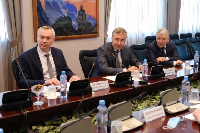 Андрей Травников и Валерий Фальков встретились с учеными СО РАН