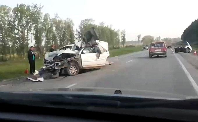 «Тойоту» разорвало на две части – двое погибли в Искитимском районе