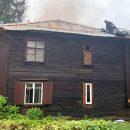 Шесть детей вывели из горящего барака в Новосибирске