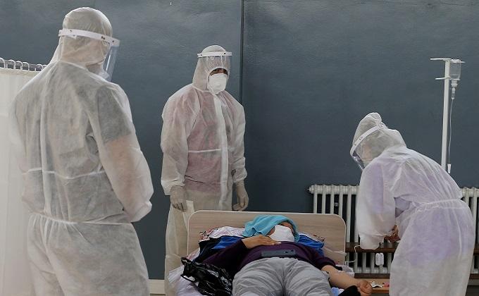 Коронавирус в Киргизии: ночные очереди у аптек и больные медики