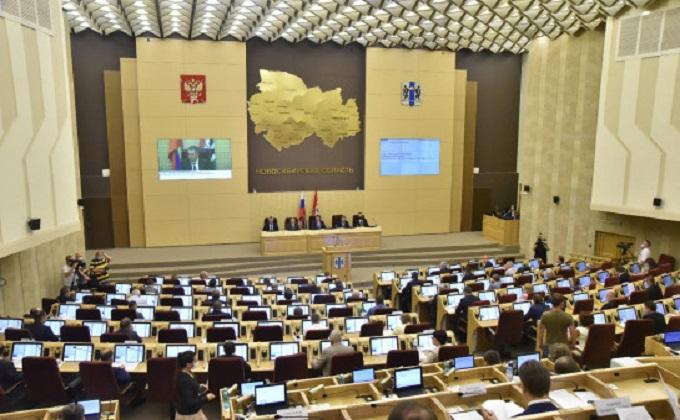 Губернатор Травников отметил взаимодействие депутатов и правительства в реализации масштабных проектов