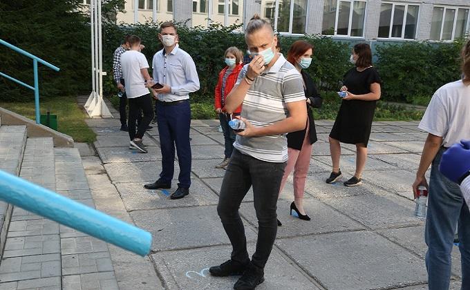 Удачи на ЕГЭ пожелал выпускникам губернатор Андрей Травников
