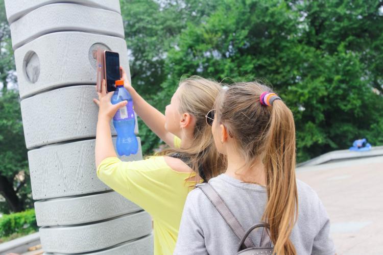 Дети устали: Во Владивостоке вновь водят пешие экскурсии для подростков
