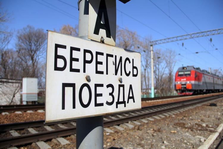 Во Владивостоке подростки устроили опасную прогулку на железной дороге