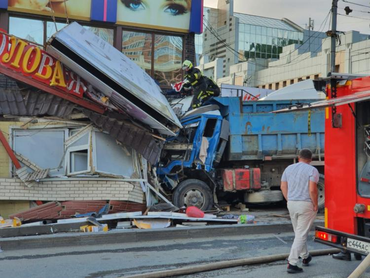 Массовая авария на Дальпрессе попала на видео
