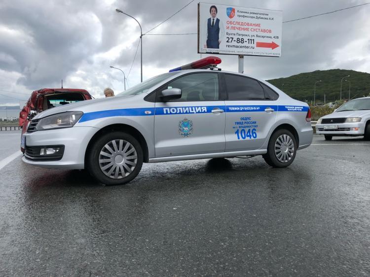 Сотрудники ГИБДД спасли жизнь жительнице Владивостока