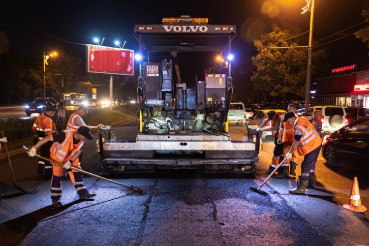 Ночью рабочие завершат асфальтирование на проспекте 100-летия Владивостока