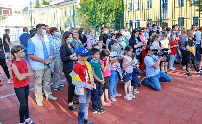 Олимпийские чемпионы поздравили жителей Ленинского района с открытием большой спортплощадки