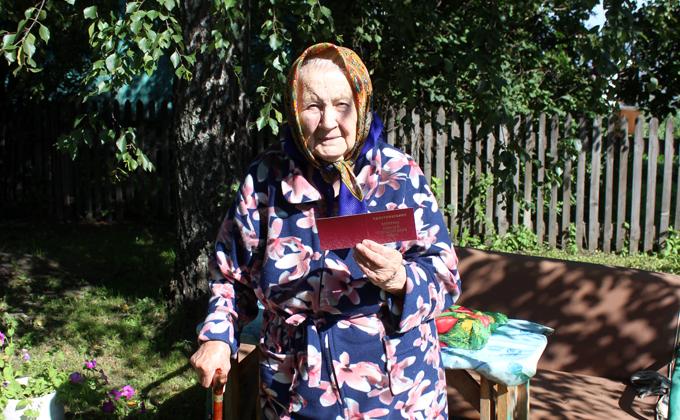 Статус ветерана ВОВ в 90 лет получила жительница Коченево