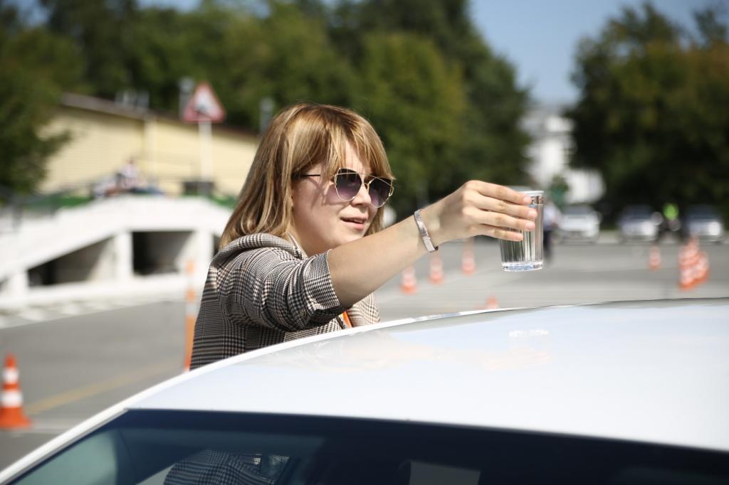 «Эта профессия девушке по зубам»: лучшая таксистка Новосибирской области