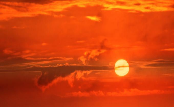 «Опасное солнце» подбирается к Новосибирску вместе с жарой