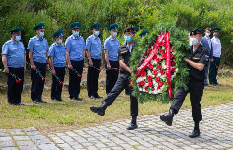 Во Владивостоке почтили память красноармейцев, погибших на озере Хасан
