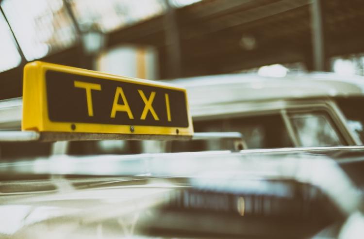 Жителям Владивостока поездка в такси обошлась почти в 2,5 миллиона рублей