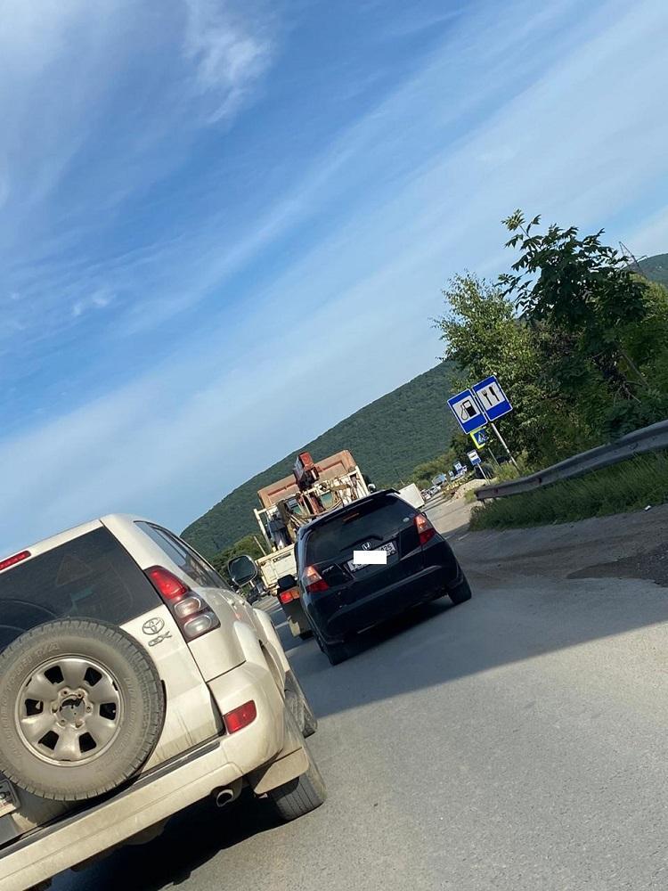 «Все на моря»: Многокилометровая пробка сковала федеральную трассу Приморья