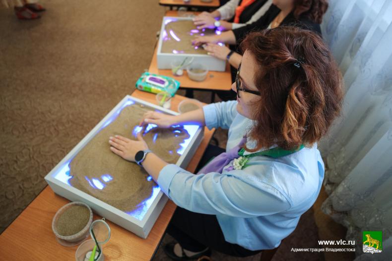 Во Владивостоке проходит финал конкурса «Воспитатель года» (18).jpg