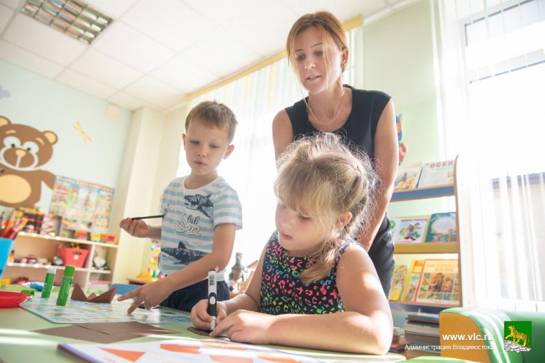 С утра в детском саду №46 лепят, рисуют и собирают конструктор (9).jpg