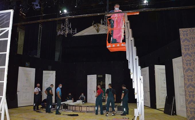 Посадка через два кресла – «Глобус» открывает сезон на большой сцене