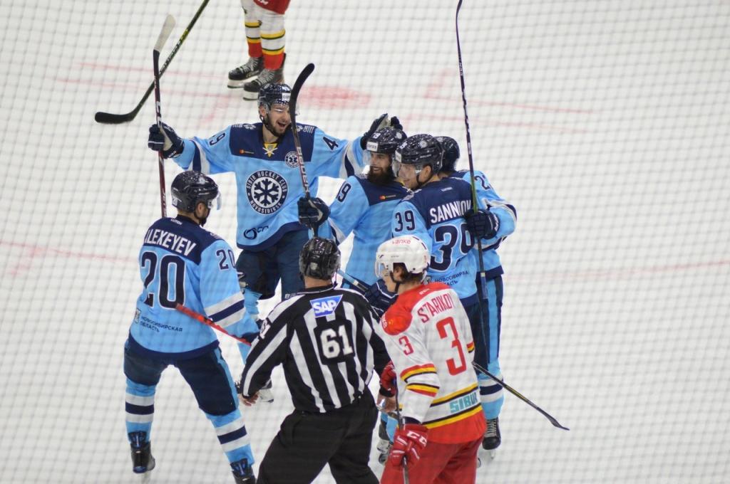 Первая победа в сезоне - хоккейная «Сибирь» выиграла у «Куньлуня»
