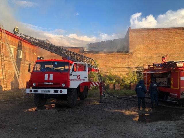 Пожар на кирзаводе: взрыв баллонов с газом удалось предотвратить