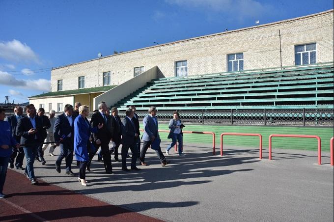 Губернатор Травников проконтролировал развитие социальной инфраструктуры Карасукского района