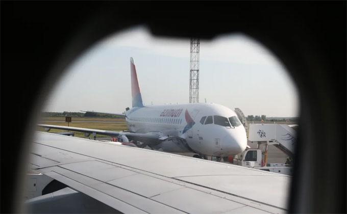 Колотившего по иллюминатору авиапассажира задержали в Толмачево