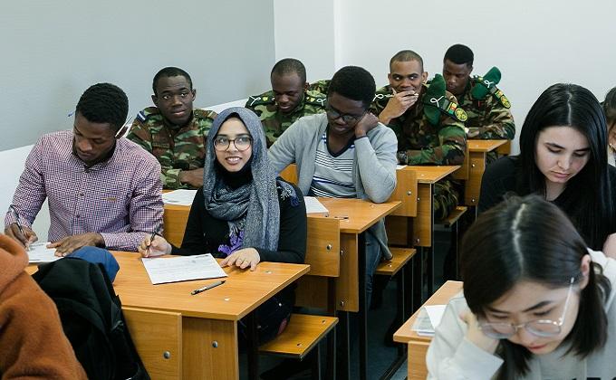 Иностранные студенты не могут попасть в вузы Новосибирска из-за закрытых границ