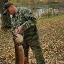 Огромная клыкастая щука порадовала рыбака в Сузуне