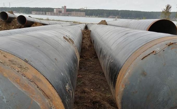 Трубопроводы насмерть зажали рабочего в Бердске