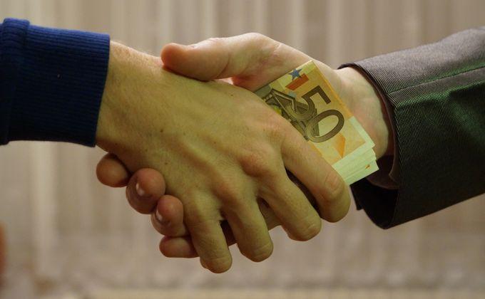 За взятку в 200 тысяч рублей арестован чиновник мэрии Новосибирска