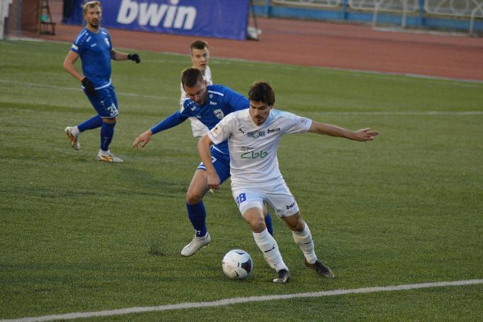 Футбольный «Новосибирск» сыграл боевую ничью с лидером дивизиона