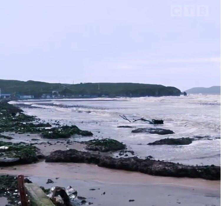 Стихия очистила пляж в Приморье
