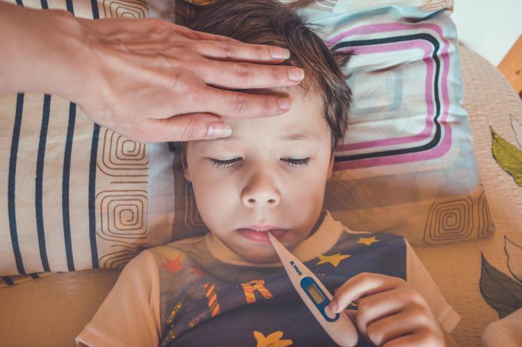 Что делать, если ребенок пришел из садика или школы с температурой?