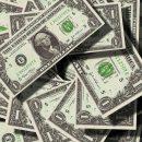Банк России слегка поднял официальный курс доллара и понизил евро