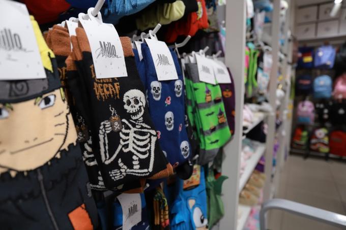 Клыки вампира и скелеты раскупают новосибирцы к празднику Хэллоуин 2020