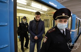 Облаву на «безмасочников» в метро устроили полицейские в Новосибирске