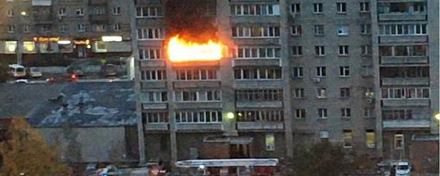 Страшный пожар заблокировал в квартирах жителей многоэтажки в Новосибирске