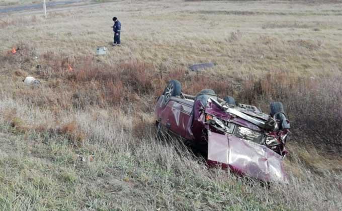 Двое мужчин вылетели из автомобиля – один погиб