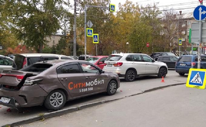 Пешеход погиб в ДТП с участием такси в Октябрьском районе