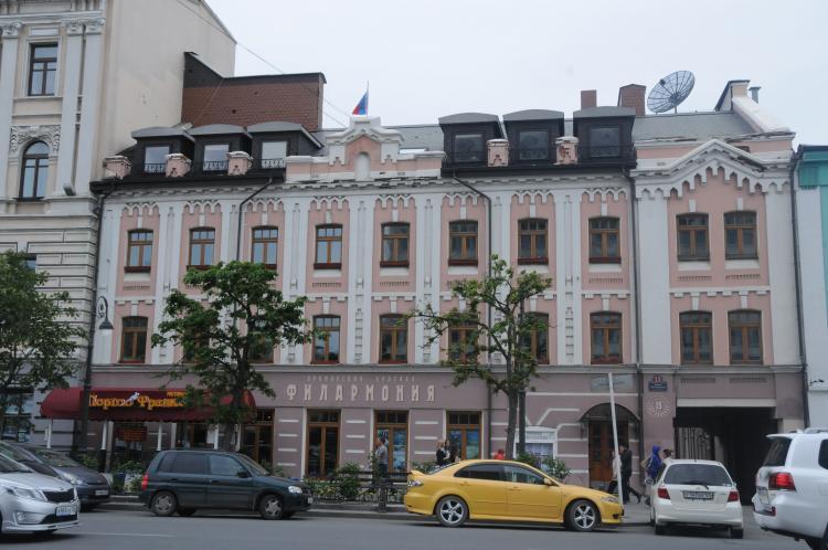 «Времена года» во Владивостоке поразили афро-испанскими мотивами