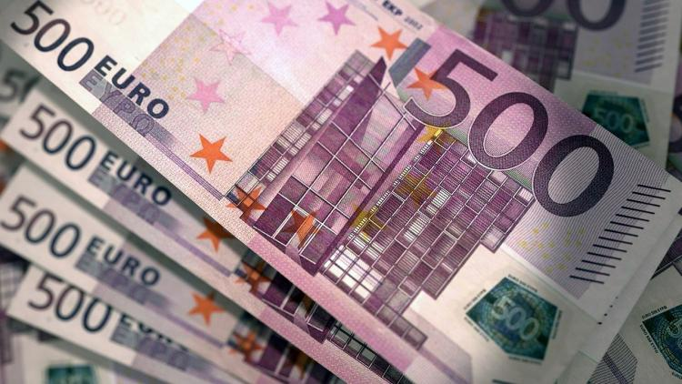 Официальный курс доллара ощутимо повышен, евро прибавил ещё больше