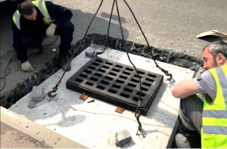 Более 800 новых люков и решеток установили на дорогах Владивостока