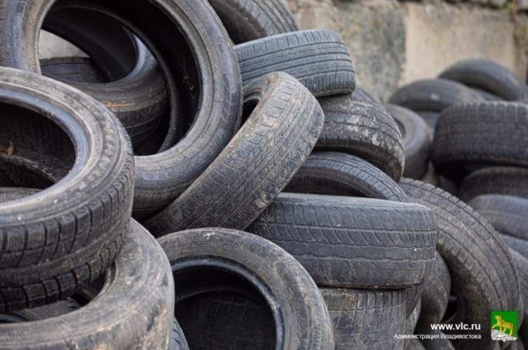 Около 160 тонн автопокрышек вывезли с улиц Владивостока с начала года