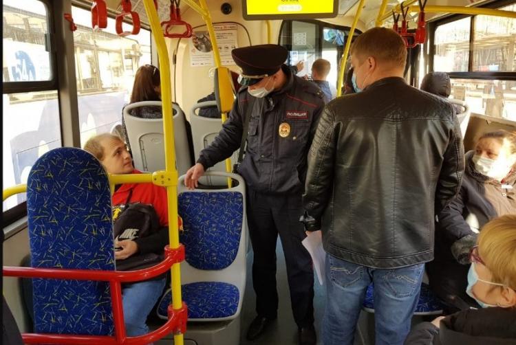 11 протоколов за нарушение масочного режима составили в пятницу в автобусах