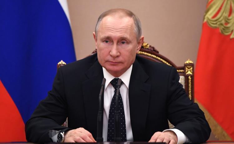 «Выделить незамедлительно»: Путин направит 5 млрд рублей больным COVID-19