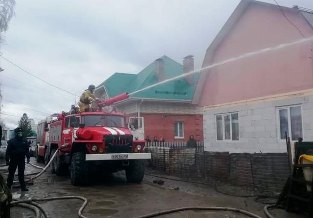 Крупный пожар на улице Порт-Артурской в Новосибирске ликвидирован