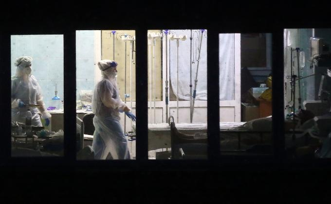 Мужчина выпал из окна ковидной реанимации в Новосибирске