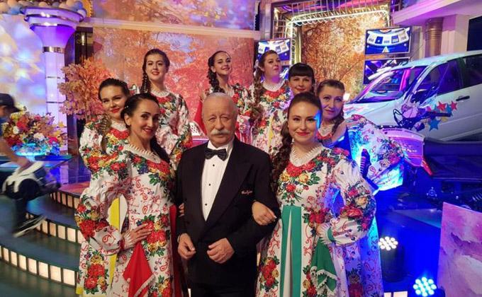 Певицы из Колывани зажгли с Якубовичем на «Поле чудес»