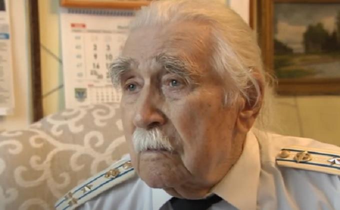 Военный летчик Яков Осадчий отмечает 100-летний юбилей