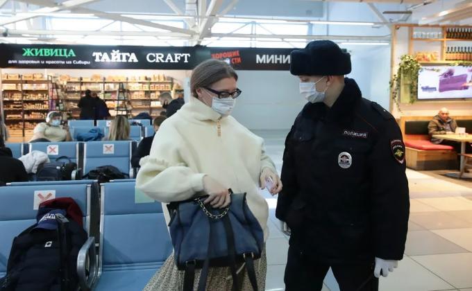Пассажиров без масок отлавливали в аэропорту Толмачево