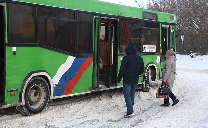 Порвал ухо водителю автобуса неадекватный пассажир в Бердске